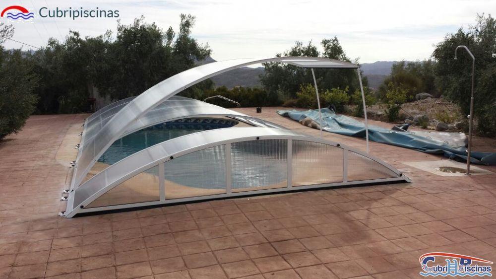 Cubripiscinas bajas fijas elevables curvas cubiertas for Cubierta piscina desmontable